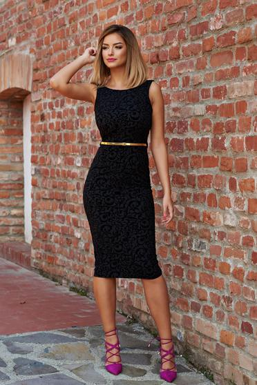 Fekete PrettyGirl elegáns midi ceruza ruha öv típusú kiegészítővel