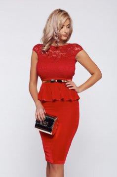 Piros Fofy alkalmi ruha csipkés anyagból derekán fodros