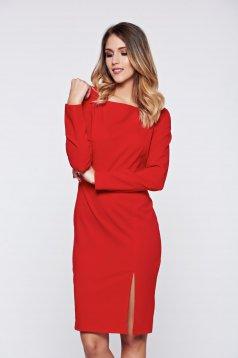Piros PrettyGirl elegáns ceruza ruha lánccal