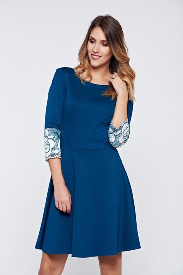 Türkiz StarShinerS harang alakú ruha csipke díszítéssel