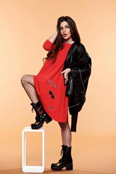 Piros StarShinerS hímzett ruha asszimmetrikus szabással