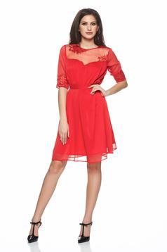 Piros Artista fátyol anyag ruha övvel ellátva