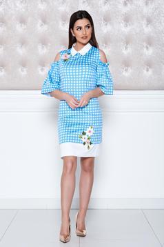 Kék LaDonna ruha hímzett betétekkel kivágott vállrésszel