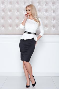 Fekete StarShinerS elegáns ruha övvel ellátva és strassz köves díszítéssel