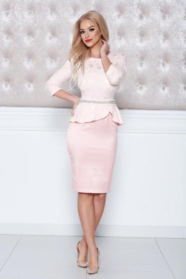 Rózsaszínű StarShinerS elegáns ruha övvel ellátva strassz köves díszítéssel e38470ab2f