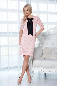 Rózsaszínű StarShinerS ruha csipkés anyagból masni alakú kiegészítővel