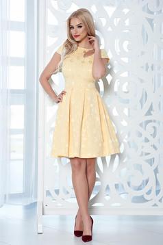 Sárga StarShinerS elegáns ruha kivágással