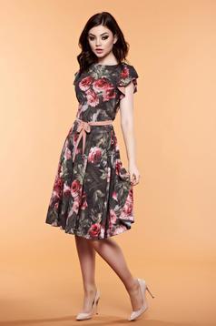 Sötétzöld LaDonna ruha virágmintás díszítéssel övvel ellátva