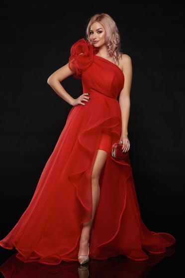 Piros Ana Radu egy vállas tűll ruha estélyi ruhák