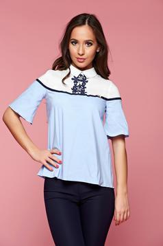 Világoskék Fofy bő szabású alkalmi női ing hímzett betétekkel