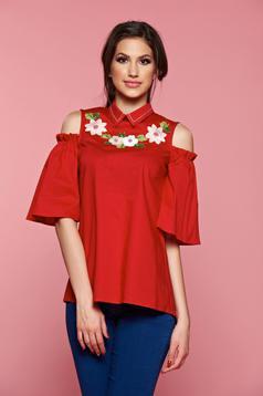 Piros LaDonna női ing kivágott vállrésszel hímzett betétekkel