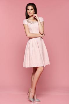 Rózsaszínű LaDonna ruha virágos díszek