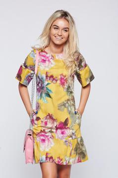 Sárga Fofy virágmintás ruha fodrokkal az alján