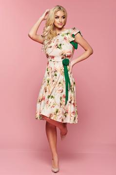 Krém LaDonna virágmintás díszítéssel ruha övvel ellátva