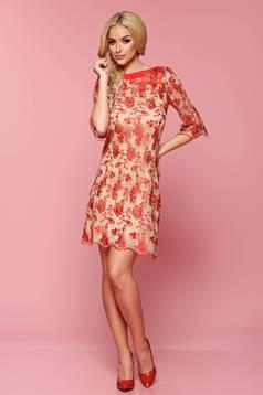 Piros LaDonna elegáns bő szabású ruha csipkés anyagból