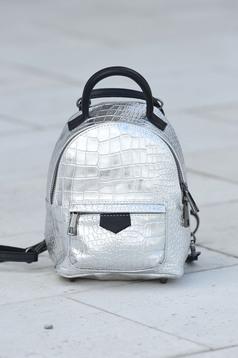Ezüst táska fémes jelleg bőr