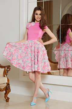 Rózsaszínű StarShinerS alkalmi a-vonalú ruha virágos díszekkel