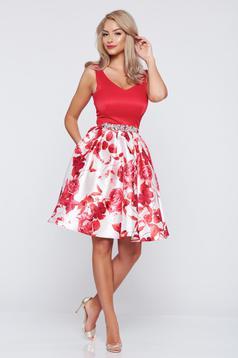 Piros StarShinerS a-vonalú alkalmi ruha virágmintás díszítéssel