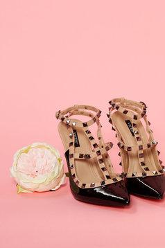 Fekete cipő enyhén hegyes orral fémes szegecsekkel