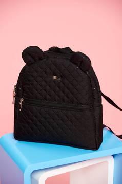 Fekete táska cipzáros zsebek