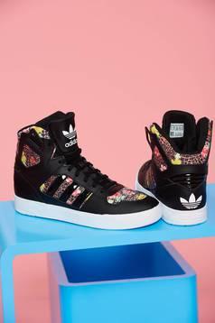 Fekete Adidas sport cipő originals zestra fűzővel köthető meg állat minta