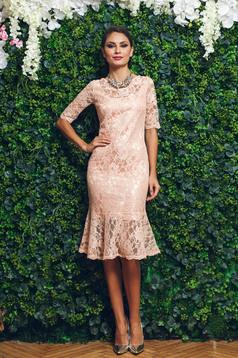 Barackvirágszínű PrettyGirl ruha csipkés anyagból elegáns