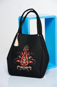 Fekete táska egy rekesz, belső zsebekkel hímzett
