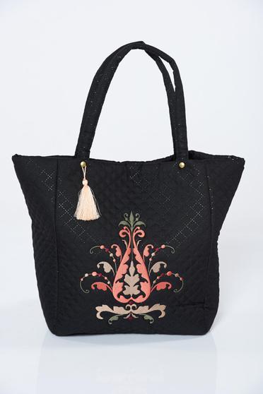 Fekete hímzett táska
