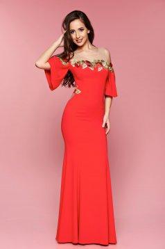 Piros LaDonna hosszú hímzett alkalmi ruha harang ujjakkal