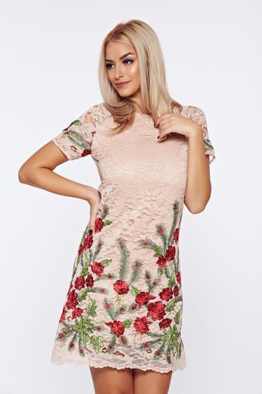 Krém Artista hímzett ruha csipkés anyagból