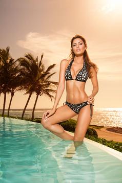 Fekete Cosita Linda kétrészes fürdőruha állítható bikinivel