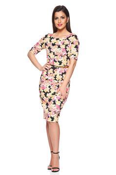 Világos rózsaszín PrettyGirl ceruza ruha öv típusú kiegészítővel virágmintás díszítéssel