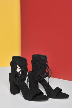 Fekete Top Secret zsinórral köthető vastag magassarkú cipő