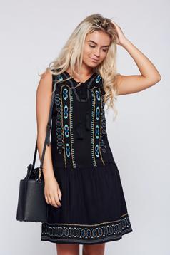 Fekete Top Secret ruha hímzett bő szabású