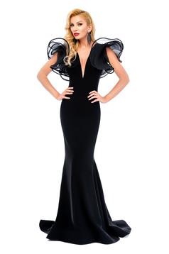 Fekete Ana Radu alkalmi hosszú ruha dekoltázzsal