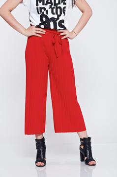 Piros derékban rugalmas bő szabás nadrág rakott részek