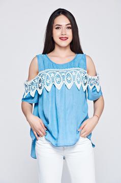 Kék hétköznapi bő szabású női ing kivágott vállrésszel