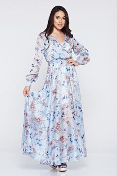 Világoskék PrettyGirl ruha lenge anyagból virágmintás díszítéssel