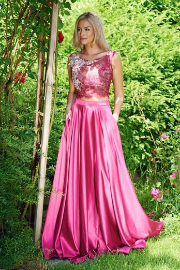 Elegáns hímzett burgundy LaDonna szett szatén anyagból zsebekkel