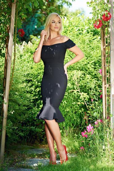 Elegáns fekete LaDonna ruha fodrok a ruha alján