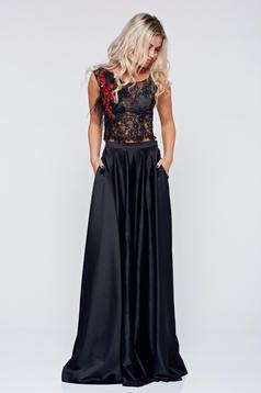 Elegáns hímzett fekete LaDonna szett szatén anyagból zsebekkel