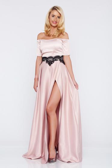 Alkalmi rózsaszínű Artista ruha szatén anyagból hímzett betétekkel