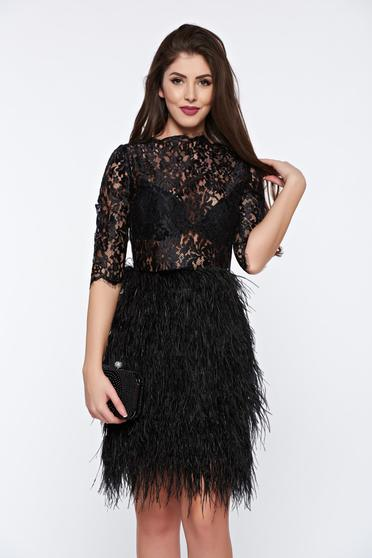 Fekete Ana Radu estélyi ruha tollas díszítéssel