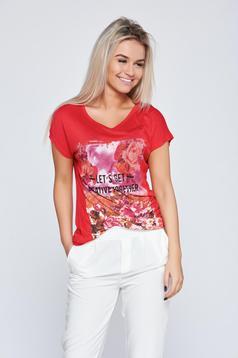 Piros hétköznapi póló rugalmas pamutból virágmintás díszítéssel