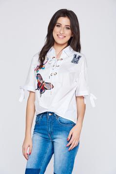 Hétköznapi aszimetrikus hímzett fehér női ing zsinórral köthető
