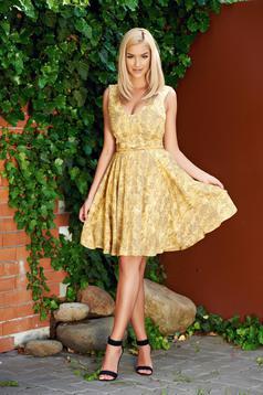 Sárga StarShinerS ujjatlan a-vonalú ruha öv típusú kiegészítővel