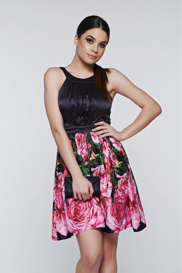 Fekete LaDonna elegáns harang alakú ruha szatén anyagból