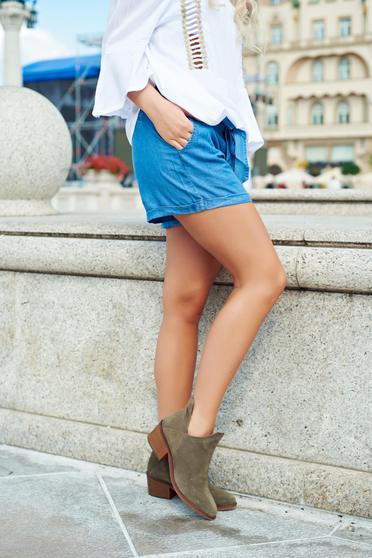 Kék Top Secret hétköznapi zsebes rövidnadrág övvel ellátva