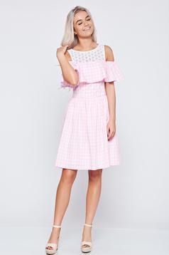 Világos rózsaszín hétköznapi LaDonna a-vonalú ruha csipke díszítéssel
