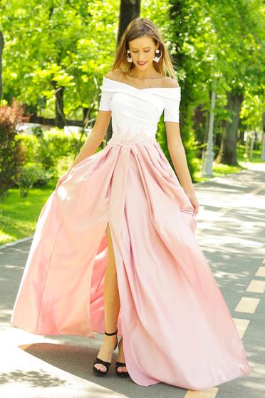 Rózsaszínű Artista alkalmi ruha hímzett betétekkel szatén anyagból